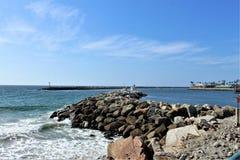 Scenisk oceansidesikt av den Portifino Kalifornien havsidan i Redondo Beach, Kalifornien, Förenta staterna royaltyfria bilder