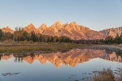 Scenisk reflexion för Teton nedgånglandskap Arkivfoton