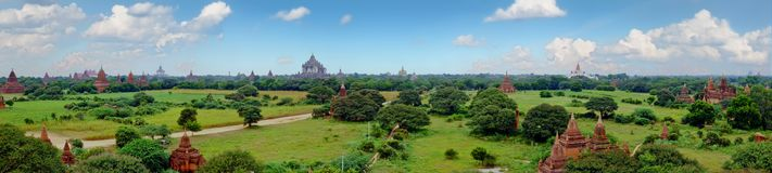 Scenisk sikt av buddistiska tempel i Bagan, Myanmar Royaltyfria Bilder