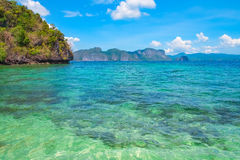 Scenisk sikt av den blåa lagun, Palawan, Filippinerna Royaltyfria Bilder