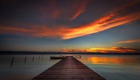 Scenisk sikt av den härliga solnedgången Royaltyfria Bilder