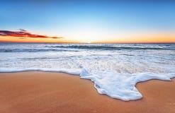 Scenisk sikt av den härliga solnedgången Royaltyfri Fotografi