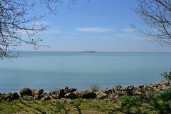 Scenisk sikt av den italienska Trasimeno sjön royaltyfri foto