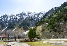 Scenisk sikt av den Kunhar floden i den Naran dalen, Pakistan Arkivfoto