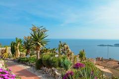Scenisk sikt av den medelhavs- kustlinjen Royaltyfri Fotografi