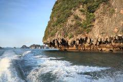 Scenisk sikt av den Phang Nga fjärden, Phuket (Thailand) Arkivbilder