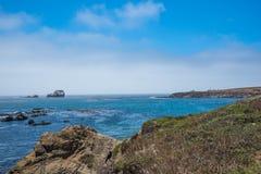 Scenisk sikt av den Stillahavs- huvudvägen 1 för Kalifornien kustlinje Fotografering för Bildbyråer