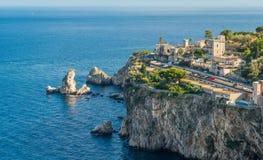 Scenisk sikt av den Taormina kustlinjen, landskap av Messina, Sicilien, sydliga Italien arkivfoto