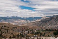 Scenisk sikt av den Yellowstone nationalparken Arkivfoto