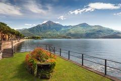 Scenisk sikt av Dongo, sjö Como arkivbilder