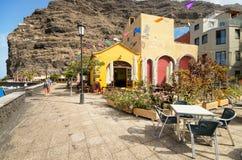 Scenisk sikt av en boulevard på Juli 12, 2015 i Tazacorte, La Palma, kanariefågelöar, Spanien Royaltyfri Fotografi