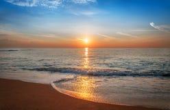 Scenisk sikt av härlig soluppgång Arkivbild