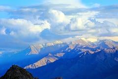 Scenisk sikt av Himalayasbergen Arkivfoto