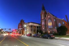 Scenisk sikt av i stadens centrum New Hampshire i skymningen Arkivbild