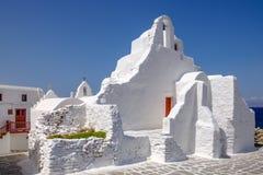 Scenisk sikt av kalkade kyrkliga Panagia Paraportiani, Mykonos, Royaltyfria Foton