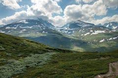 Scenisk sikt av norska berg i den Jotunheimen nationalparken Fotografering för Bildbyråer
