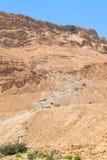 Scenisk sikt av ormbanaslingan och kabelbilen till den Masada f?stningen, Masada nationalpark, Israel royaltyfri bild