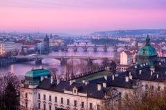 Scenisk sikt av Prague broar och cityscape på soluppgång Royaltyfria Foton
