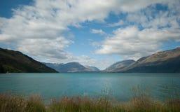 Scenisk sikt av sjön Wakatipu, Glenorchy Queenstown väg, södra ö, Nya Zeeland Arkivbilder