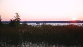 Scenisk sikt av solnedgången över den georgiska fjärden på den Great Lakes regionen av Ontario, Kanada stock video