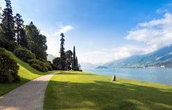 Scenisk sikt av trädgårdarna av villan Melzi, Bellagio, sjö Como, royaltyfria bilder
