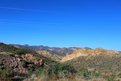 Scenisk sikt för Tonto nationalskog från Mesa, Arizona till kanjon sjön Arizona, Förenta staterna arkivbild