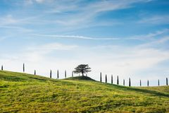 Scenisk sikt för för Tuscan bygdlandskap och himmel, Tuscany, Italien royaltyfri fotografi