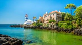 Scenisk sikt i Cascais, Santa Marta Lighthouse och museet, Lissabon område, Portugal arkivfoto