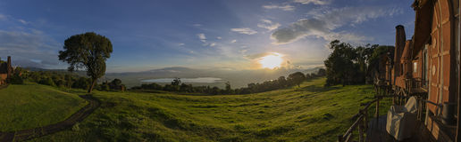 Scenisk sikt in i den Ngorongoro krater Arkivbild