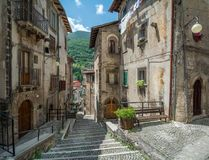 Scenisk sikt i Scanno, landskap av L ` Aquila, Abruzzo, centrala Italien Royaltyfri Foto