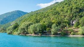 Scenisk sikt i Scanno sjön, landskap av L ` Aquila, Abruzzo, centrala Italien Arkivbild