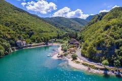Scenisk sikt i Scanno sjön, landskap av L ` Aquila, Abruzzo, centrala Italien Arkivbilder