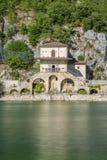 Scenisk sikt i Scanno sjön, landskap av L ` Aquila, Abruzzo, centrala Italien Fotografering för Bildbyråer