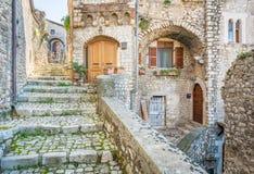 Scenisk sikt i Sermoneta, medeltida by i det Latina landskapet, Italien Royaltyfria Foton