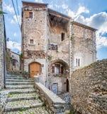 Scenisk sikt i Sermoneta, medeltida by i det Latina landskapet, Italien Arkivbild