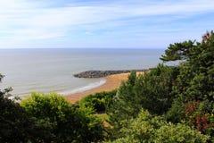 Scenisk sikt Kent UK för Folkestone strand Arkivfoto