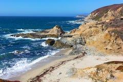 Scenisk sikt på den Stillahavs- kust- linjen, Kalifornien, USA Royaltyfri Fotografi