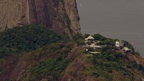 Scenisk sikt på Sugar Loaf Mountain och den Guanbara fjärden arkivfilmer