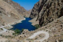 Scenisk sjö i fanberg i Pamir, Tadzjikistan royaltyfria foton