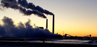 Scenisk solnedgång för fabrik arkivbilder