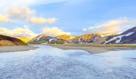 Scenisk soluppgång över berg Landmannalaugar Fjallabak naturreserv iceland arkivfoto