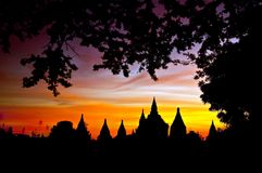 Scenisk soluppgång ovanför Bagan i Myanmar Arkivbilder