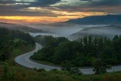 Scenisk sommarsoluppgång över de Appalachian bergen arkivbild