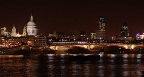 scenisk stadslondon natt Arkivfoto