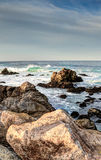 Stenig kustlinje Along för HDR det 17 Mil drevet Royaltyfria Bilder