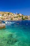 Scenisk strand på den grekiska ön av Symi Royaltyfri Foto