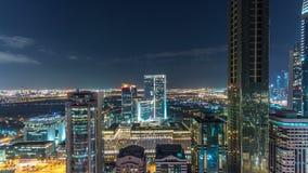 Scenisk timelapse för Dubai i stadens centrum arkitekturnatt Bästa sikt över den Sheikh Zayed vägen med upplysta skyskrapor och stock video