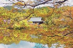 Scenisk trädgårds- sikt av den Ryoanji templet i Osaka, Japan i sommar arkivfoton