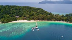 Scenisk tropisk ö panorama för Manukan ö, i Sabah, Malaysia fotografering för bildbyråer