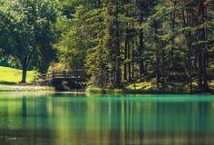 Scenisk turkos sjö fotografering för bildbyråer